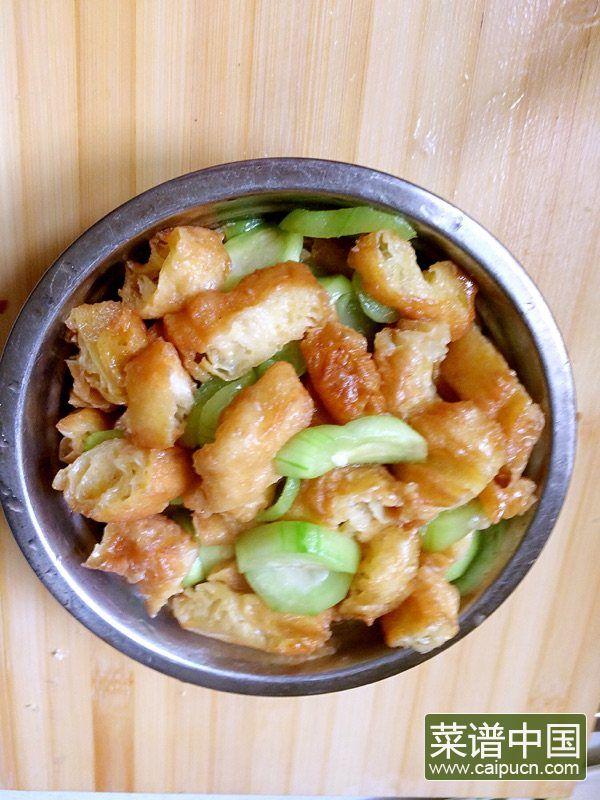 丝瓜炒老油条的做法步骤7