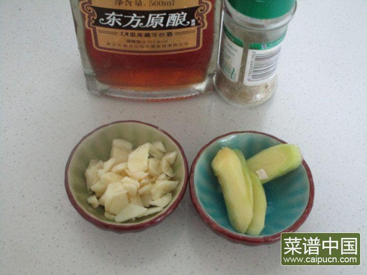 芦笋青椒凤尾虾的做法步骤3