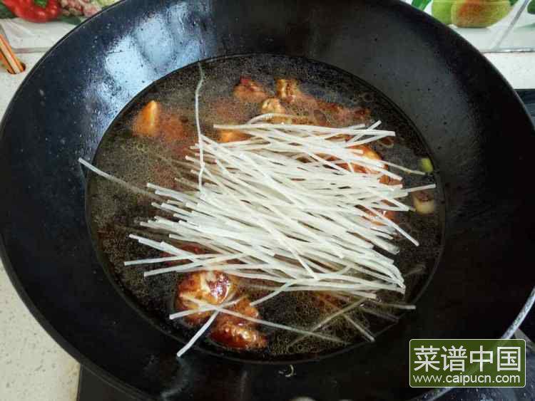 鸡块炖粉条的做法步骤6