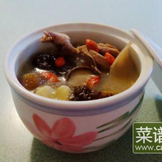 海参花胶鹌鹑汤