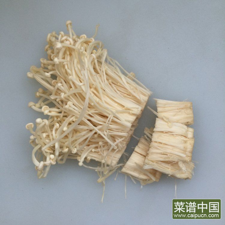 炝拌金针菇的做法步骤2