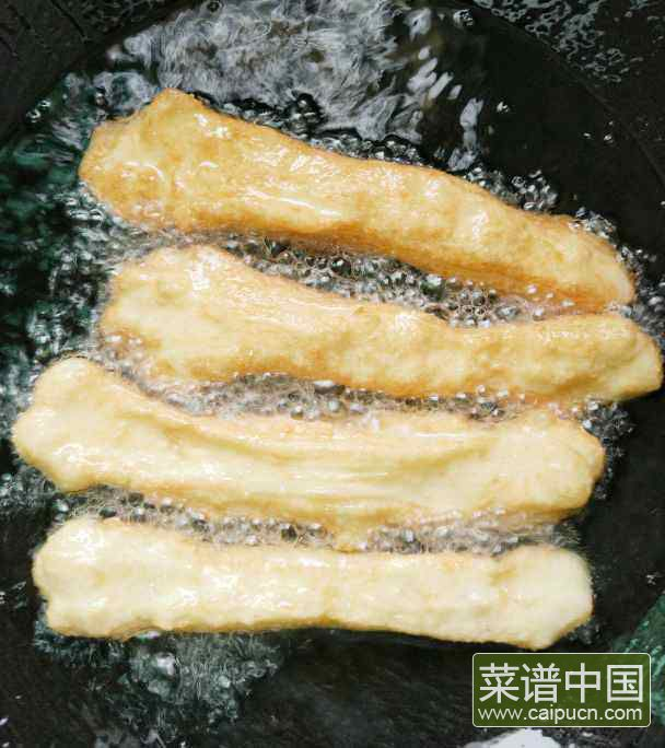 酵母版油条的做法步骤10
