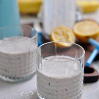 香蕉蓝莓奶昔