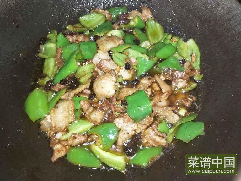 豆豉辣椒炒肉的做法步骤7