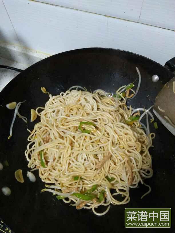 豆芽肉丝炒面的做法步骤15
