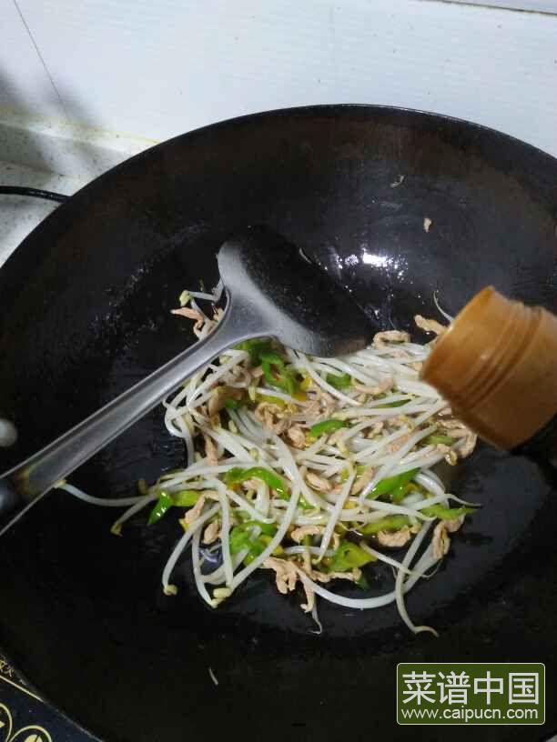 豆芽肉丝炒面的做法步骤11