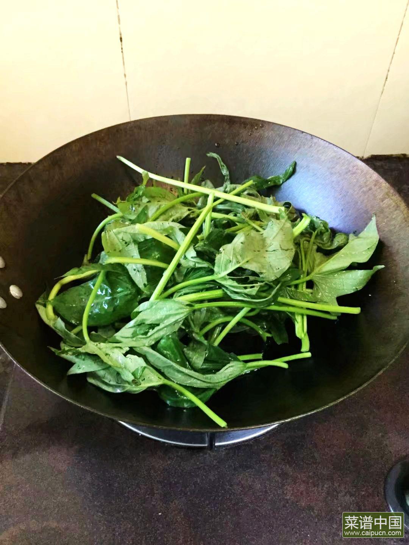 薯苗炒米粉的做法步骤3