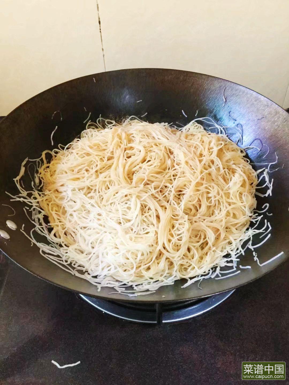 薯苗炒米粉的做法步骤11