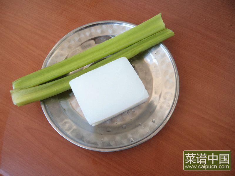 芹菜炒焖子的做法步骤1