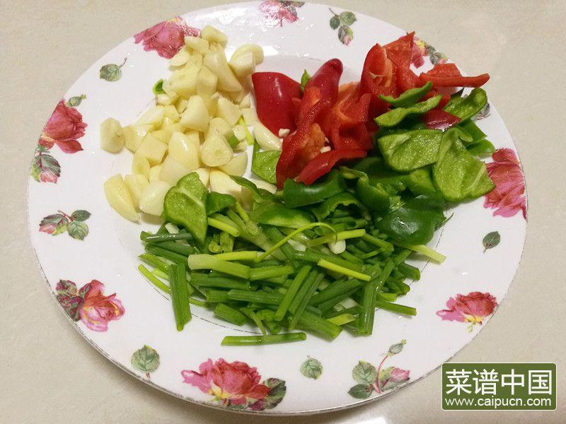 肥肠炒土豆干的做法步骤3