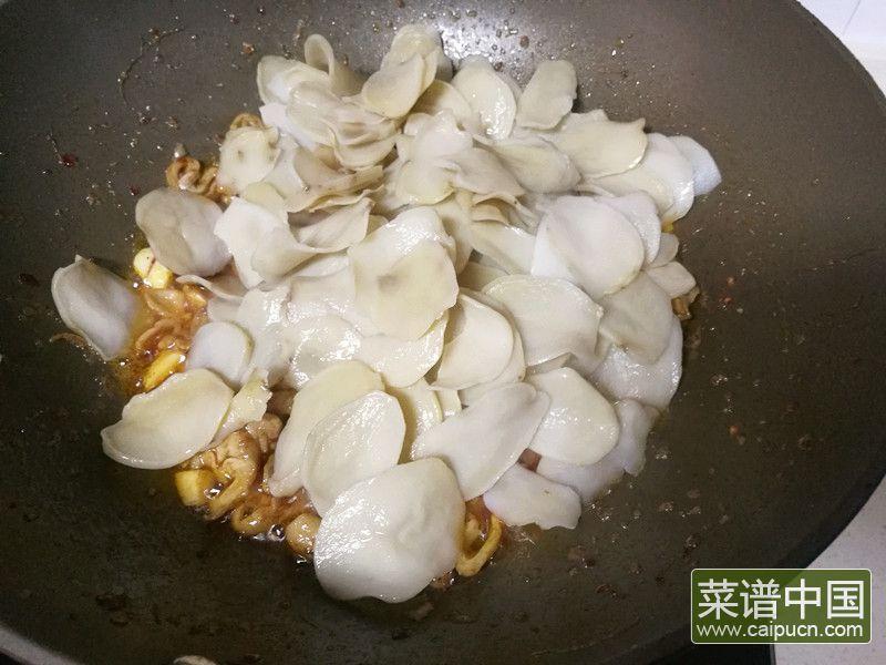 肥肠炒土豆干的做法步骤8