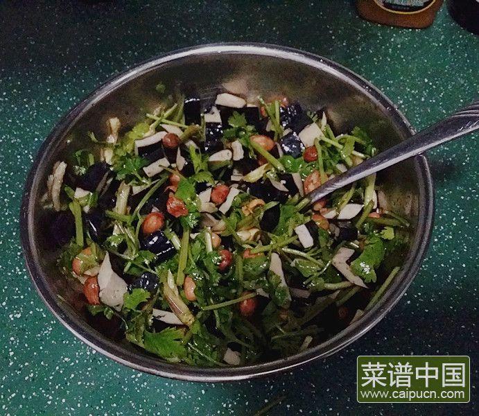 香菜臭干拌花生米的做法步骤7