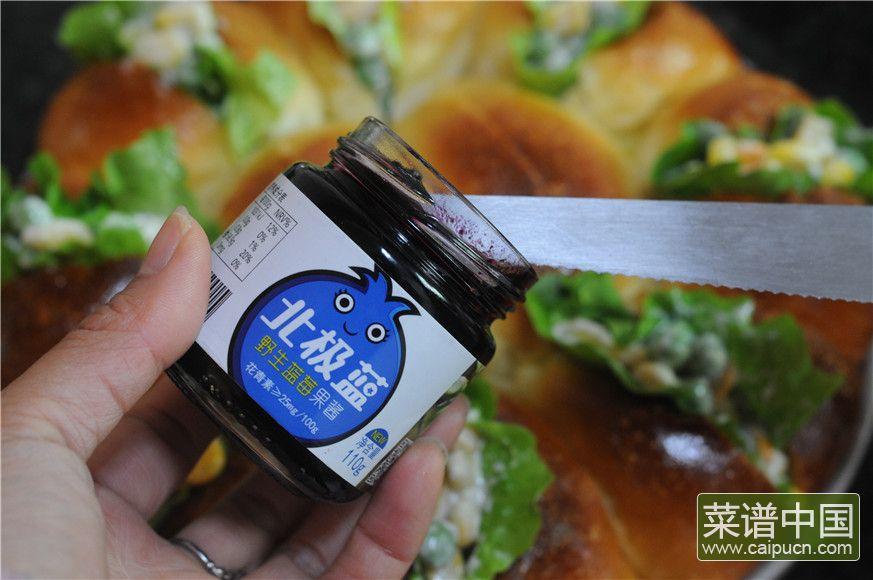 蓝莓沙拉花环面包的做法步骤17