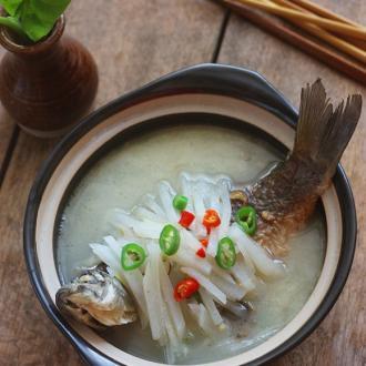 鲫鱼炖萝卜