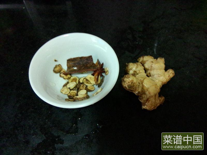 红番鸭芋头煲的做法步骤2