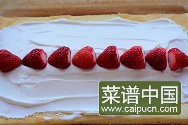 草莓奶油蛋糕卷的做法步骤11