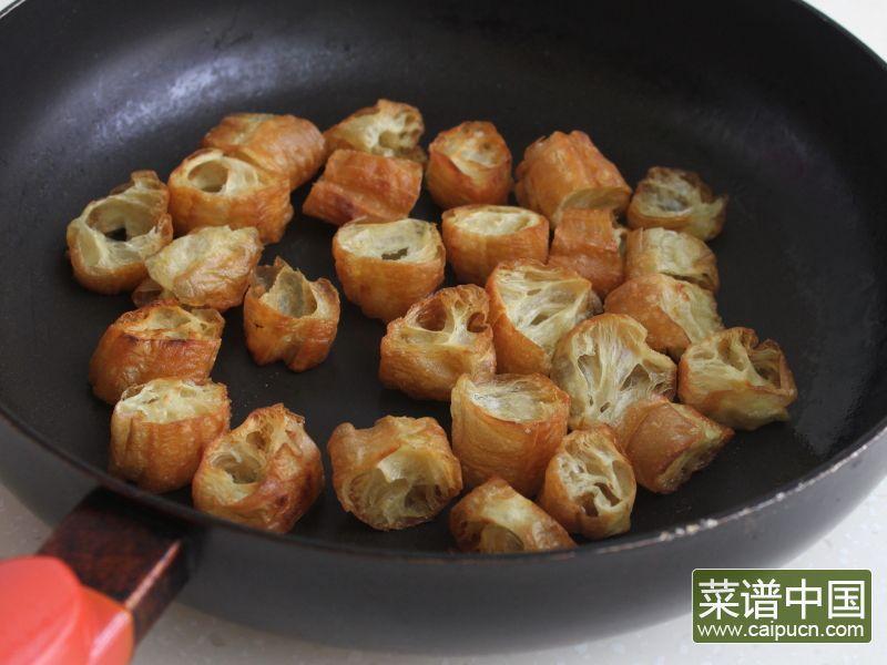 油条韭黄炒墨鱼的做法步骤7