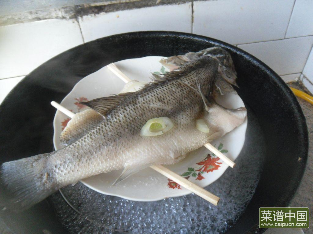 黄酒蒸鲈鱼的做法步骤7