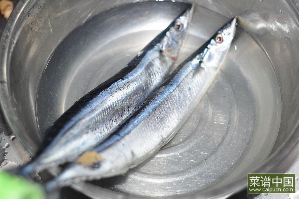 香煎秋刀鱼的做法步骤1