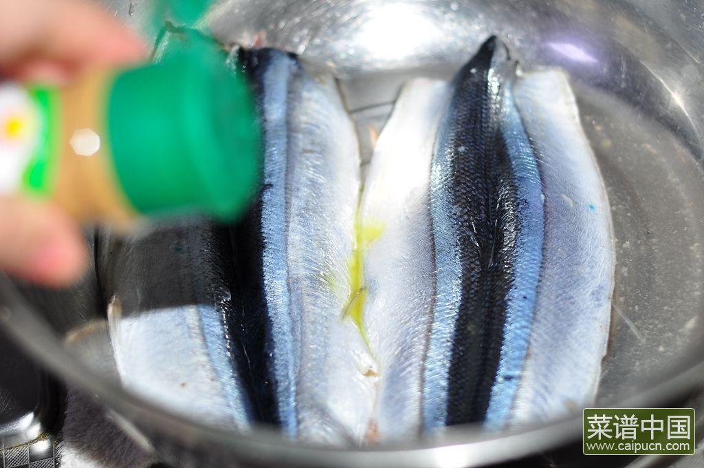 香煎秋刀鱼的做法步骤6