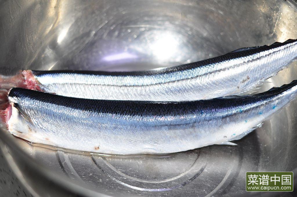香煎秋刀鱼的做法步骤2
