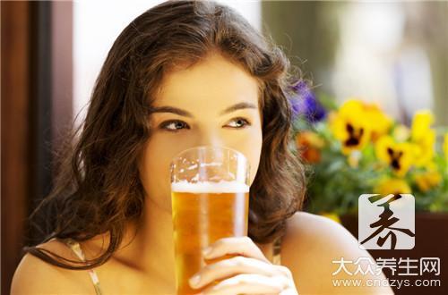 晚上只喝啤酒反而瘦了