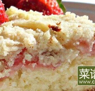 新鲜的草莓咖啡蛋糕
