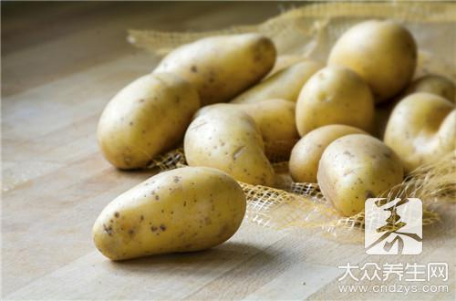 五花肉闷土豆