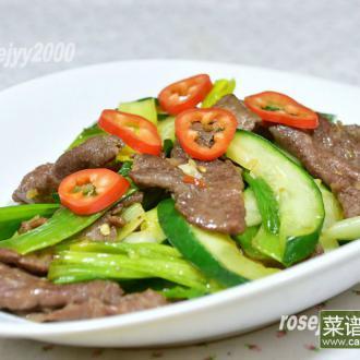 黄瓜蒜叶炒牛肉