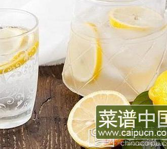 喝柠檬水会变黑吗 不谈剂量谈毒性都是耍流氓